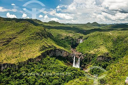Vista da Cachoeira dos Saltos no Parque Nacional da Chapada dos Veadeiros a partir do Mirante da Janela  - Alto Paraíso de Goiás - Goiás (GO) - Brasil