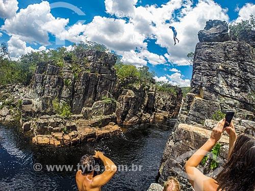 Homem saltando do Cânion 2 no Parque Nacional da Chapada dos Veadeiros  - Alto Paraíso de Goiás - Goiás (GO) - Brasil