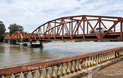 Ponte Campos Salles - também conhecida como Ponte dos Arcos - sobre o Rio Tietê  - Barra Bonita - São Paulo (SP) - Brasil