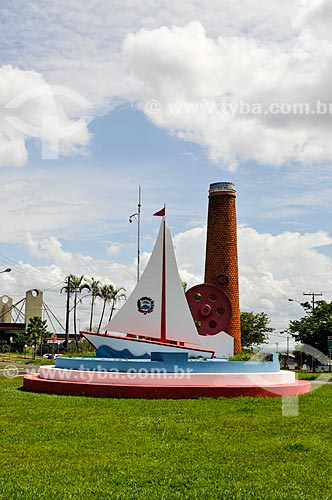 Monumento na Praça da Rotatória (1980)  - Barra Bonita - São Paulo (SP) - Brasil