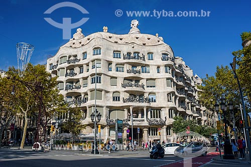 Fachada da Casa Milà - também conhecida como La Pedrera - casa desenhada por Antoni Gaudí  - Barcelona - Província de Barcelona - Espanha