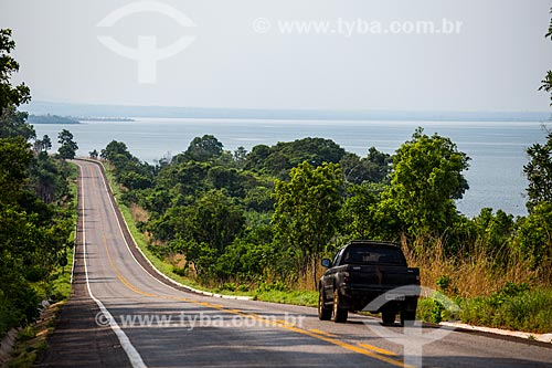 Trecho da Rodovia TO-010 entre Palmas e Lajeado com o lago Usina Hidrelétrica Luiz Eduardo Magalhães (2002) - também conhecida como Usina Hidrelétrica de Lajeado  - Palmas - Tocantins (TO) - Brasil