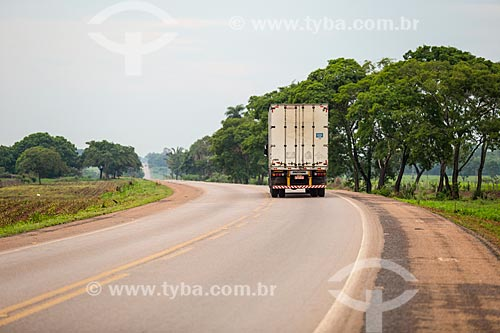 Caminhão na Rodovia Transbrasiliana (BR-153) - também conhecida como Rodovia Belém-Brasília e Rodovia Bernardo Sayão  - Miranorte - Tocantins (TO) - Brasil