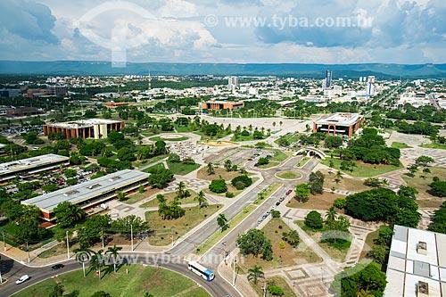 Foto aérea da Praça dos Girassóis com o Palácio Rio Tocantins e a Assembléia Legislativa do Estado de Tocantins - à esquerda - e o Palácio Araguaia (1991) - sede do Governo do Estado - à direita  - Palmas - Tocantins (TO) - Brasil