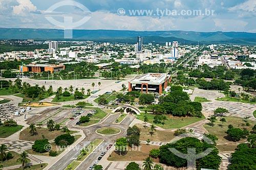 Foto aérea da Praça dos Girassóis com a Assembléia Legislativa do Estado de Tocantins - à esquerda - e o Palácio Araguaia (1991) - sede do Governo do Estado  - Palmas - Tocantins (TO) - Brasil