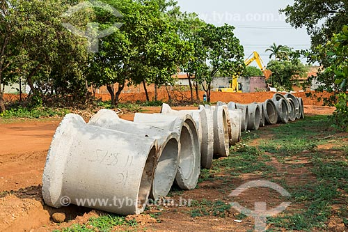 Manilhas em canteiro de obras para instalação de saneamento e pavimentação  - Palmas - Tocantins (TO) - Brasil