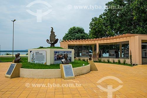 Memorial Heróis do Tocantins (2015) - homenagem aos pioneiros na construção do estado de Tocantins - com o Rio Tocantins ao fundo  - Porto Nacional - Tocantins (TO) - Brasil