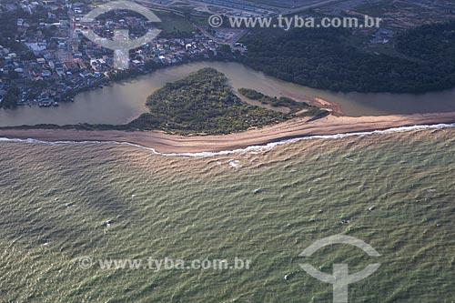 Foto aérea da orla do distrito de Barra do Riacho  - Aracruz - Espírito Santo (ES) - Brasil