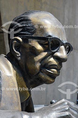 Detalhe da estátua em homenagem ao escritor Manuel Bandeira no Palácio Austregésilo de Athayde (1979) - prédio anexo à Academia Brasileira de Letras  - Rio de Janeiro - Rio de Janeiro (RJ) - Brasil