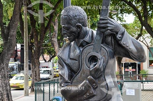 Estátua em homenagem ao cantor e compositor Ismael Silva (2010) - criador da primeira escola de samba do Brasil  - Rio de Janeiro - Rio de Janeiro (RJ) - Brasil