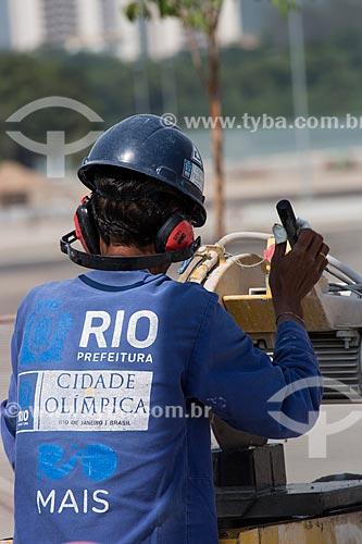 Operário no Parque Olímpico Rio 2016 - antigo Autódromo Internacional Nelson Piquet - Autódromo de Jacarepaguá  - Rio de Janeiro - Rio de Janeiro (RJ) - Brasil