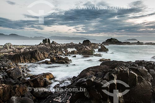 Costão da Ilha das Campanhas na Praia da Armação do Pântano do Sul  - Florianópolis - Santa Catarina (SC) - Brasil