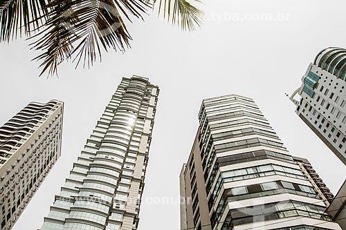 Fachada do Edifício Millennium Palace (2014) - o edifício mais alto do Brasil com 46 andares - e outros edifícios da cidade de Balneário Camboriú  - Balneário Camboriú - Santa Catarina (SC) - Brasil