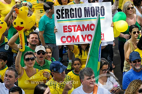 Cartaz em apoio ao Juiz Sergio Moro durante manifestação pelo impeachment da Presidente Dilma Rousseff em 13 de março  - São José do Rio Preto - São Paulo (SP) - Brasil