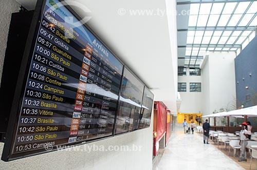 Painel de voos na praça de alimentação do Bossa Nova Mall  - Rio de Janeiro - Rio de Janeiro (RJ) - Brasil