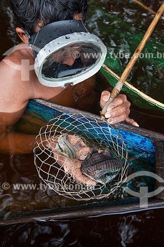 Detalhe de ribeirinho pescando no Rio Negro  - Barcelos - Amazonas (AM) - Brasil