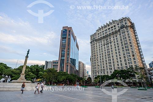 Vista do Centro Empresarial RB1 - à esquerda - com o Edifício Joseph Gire (1929) - também conhecido como Edifício A Noite - à partir da Praça Mauá  - Rio de Janeiro - Rio de Janeiro (RJ) - Brasil