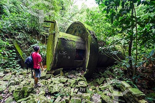 Ruínas da torre caída perto do Açude do Camorim  - Rio de Janeiro - Rio de Janeiro (RJ) - Brasil