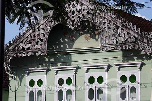 Detalhe de casario na Praça Gustavo Meirelles - também conhecida como Praça de SantAna  - Barroso - Minas Gerais (MG) - Brasil