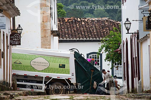 Coleta de lixo na cidade de Tiradentes  - Tiradentes - Minas Gerais (MG) - Brasil