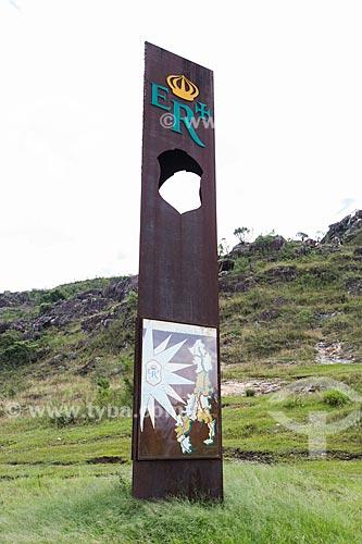 Marco sinalizador da antiga Estrada Real Brasileira próxima à Área de Proteção Ambiental Estadual São José e do Refúgio Estadual de Vida Silvestre Libélulas da Serra de São José  - Santa Cruz de Minas - Minas Gerais (MG) - Brasil