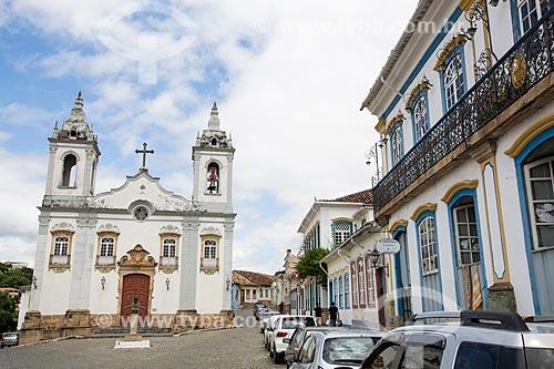 Casarios no Largo do Rosário com a Igreja de Nossa Senhora do Rosário dos Pretos (1719) ao fundo  - São João del Rei - Minas Gerais (MG) - Brasil