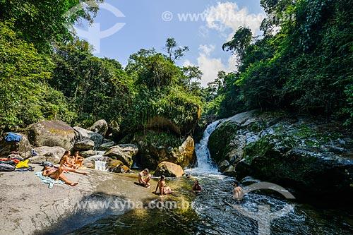 Banhistas no Poço da Capela próximo ao Centro de Visitantes von Martius do Parque Nacional da Serra dos Órgãos  - Guapimirim - Rio de Janeiro (RJ) - Brasil