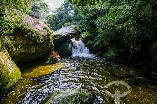 Banhistas no Poço do Sossego próximo ao Centro de Visitantes von Martius do Parque Nacional da Serra dos Órgãos  - Guapimirim - Rio de Janeiro (RJ) - Brasil