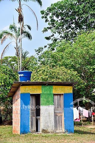 Banheiros comunitários  - Novo Airão - Amazonas (AM) - Brasil