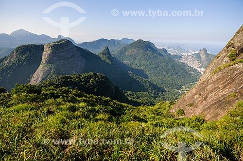 Topo da Pedra da Gávea com Pedra Bonita e Maciço da Tijuca ao fundo  - Rio de Janeiro - Rio de Janeiro (RJ) - Brasil