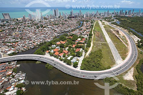 Foto aérea de trecho da Via Mangue no antigo Aeroclube de Pernambuco  - Recife - Pernambuco (PE) - Brasil