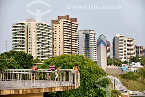 Mirante na orla da Praia de Ponta Negra com prédios ao fundo  - Manaus - Amazonas (AM) - Brasil
