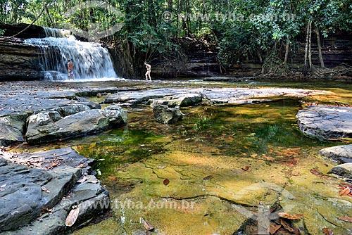 Casal na Cachoeira da Suframa  - Presidente Figueiredo - Amazonas (AM) - Brasil
