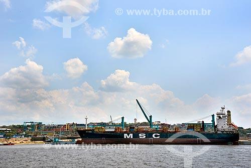 Navio cargueiro atracado no Super Terminais  - Manaus - Amazonas (AM) - Brasil