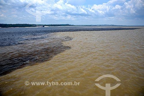 Foto aérea do encontro das águas do Rio Negro e Rio Solimões  - Manaus - Amazonas (AM) - Brasil
