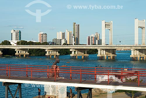 Ponte Presidente Eurico Gaspar Dutra sobre o rio São Francisco - que liga as cidades de Petrolina e Juazeiro  - Petrolina - Pernambuco (PE) - Brasil