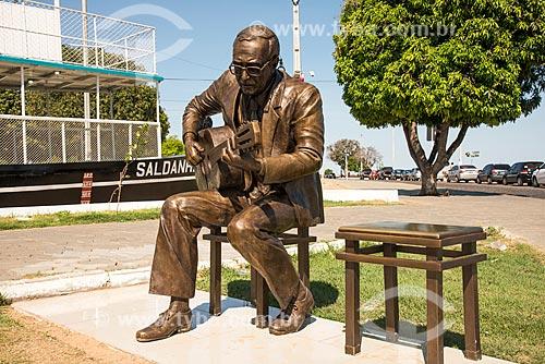 Estátua de João Gilberto e Vapor Saldanha Marinho - Primeiro barco de navegação do Rio São Francisco  - Juazeiro - Bahia (BA) - Brasil