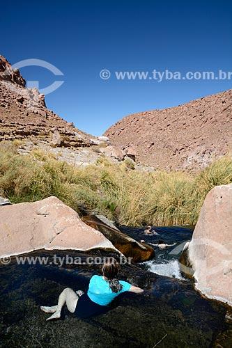 Turista em poço do Termas de Puritama  - San Pedro de Atacama - Província de El Loa - Chile