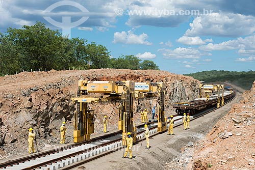 Obra da Ferrovia Transnordestina - Pórtico hidráulico de transporte de dormentes  - Ouricuri - Pernambuco (PE) - Brasil