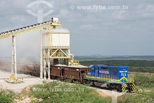 Trem da Ferrovia Transnordestina sendo carregado de brita  - Salgueiro - Pernambuco (PE) - Brasil