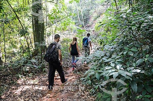Pessoas durante a trilha do Morro do Queimado  - Rio de Janeiro - Rio de Janeiro (RJ) - Brasil