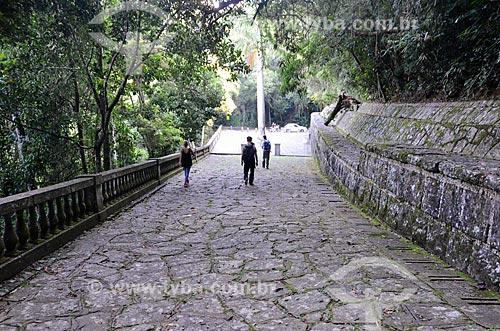 Indicação na trilha do Morro do Queimado próximo à Mesa do Imperador  - Rio de Janeiro - Rio de Janeiro (RJ) - Brasil