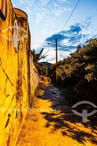 Muro grafitado no caminho para a Praia dos Açores ao entardecer  - Florianópolis - Santa Catarina (SC) - Brasil