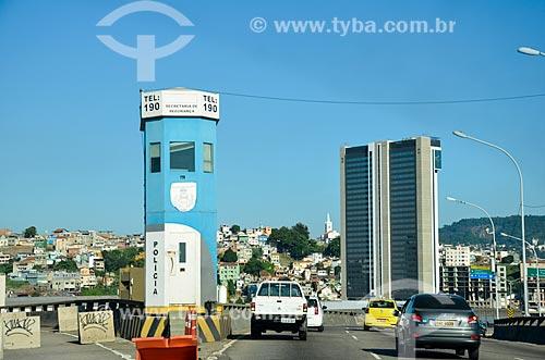 Guarita da Polícia Militar no Viaduto do Gasômetro com o Holiday inn Porto Maravilha e o Morro do Pinto ao fundo  - Rio de Janeiro - Rio de Janeiro (RJ) - Brasil