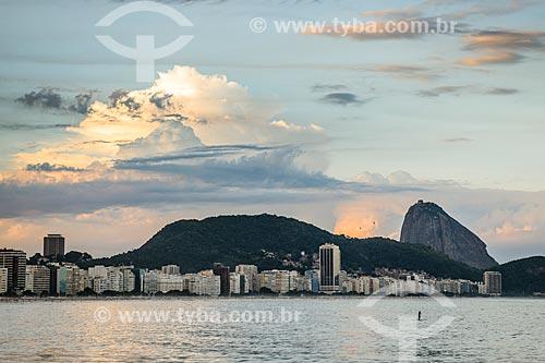 Vista geral da Praia de Copacabana com o Pão de Açúcar ao fundo  - Rio de Janeiro - Rio de Janeiro (RJ) - Brasil