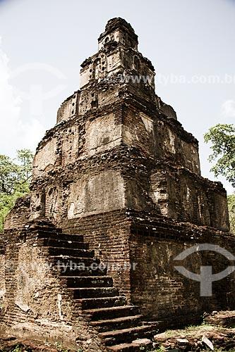 Fachada do Templo budista Satmahal Prasada  - Distrito de Polonnaruwa - Província Centro-Norte - Sri Lanka
