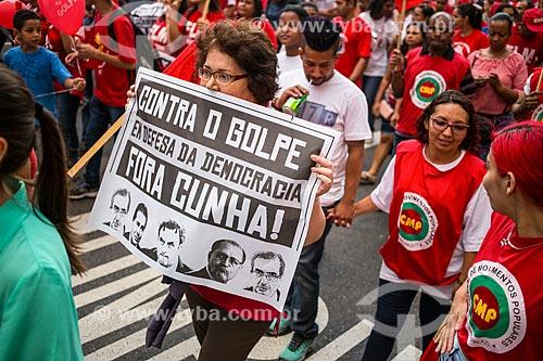 Cartaz com os dizeres: contra o golpe em defesa da democracia fora Cunha - durante manifestação a favor da Presidente Dilma Rousseff  - São Paulo - São Paulo (SP) - Brasil