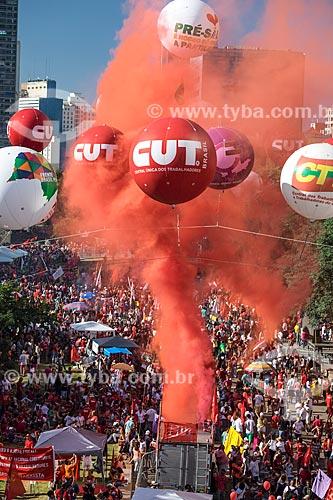Manifestação a favor da Presidente Dilma Rousseff durante a votação de admissibilidade do impeachment na Câmara dos Deputados  - São Paulo - São Paulo (SP) - Brasil