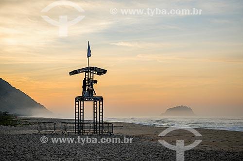 Cinegrafista durante o amanhecer na Praia de Grumari antes do início da etapa brasileira do WSL (Liga Mundial de Surfe) WSL Oi Rio Pro 2016  - Rio de Janeiro - Rio de Janeiro (RJ) - Brasil