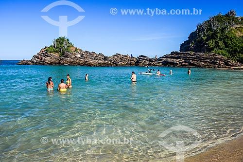 Banhistas na orla da Praia da Ferradurinha  - Armação dos Búzios - Rio de Janeiro (RJ) - Brasil